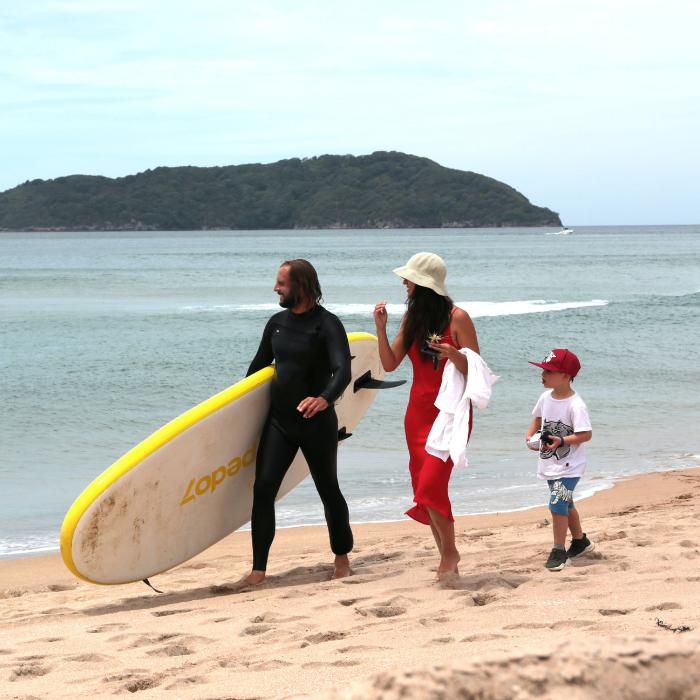 famille surf à la plage
