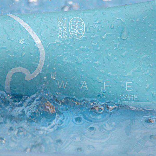 shampooing douche après-piscine au contact de l'eau