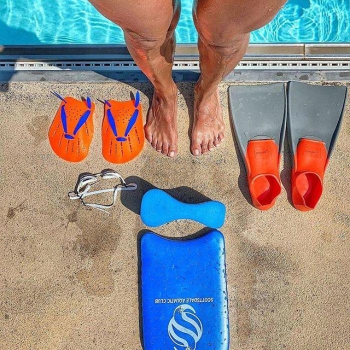 Accesoires de piscine : pull buoy et plaquettes de natation